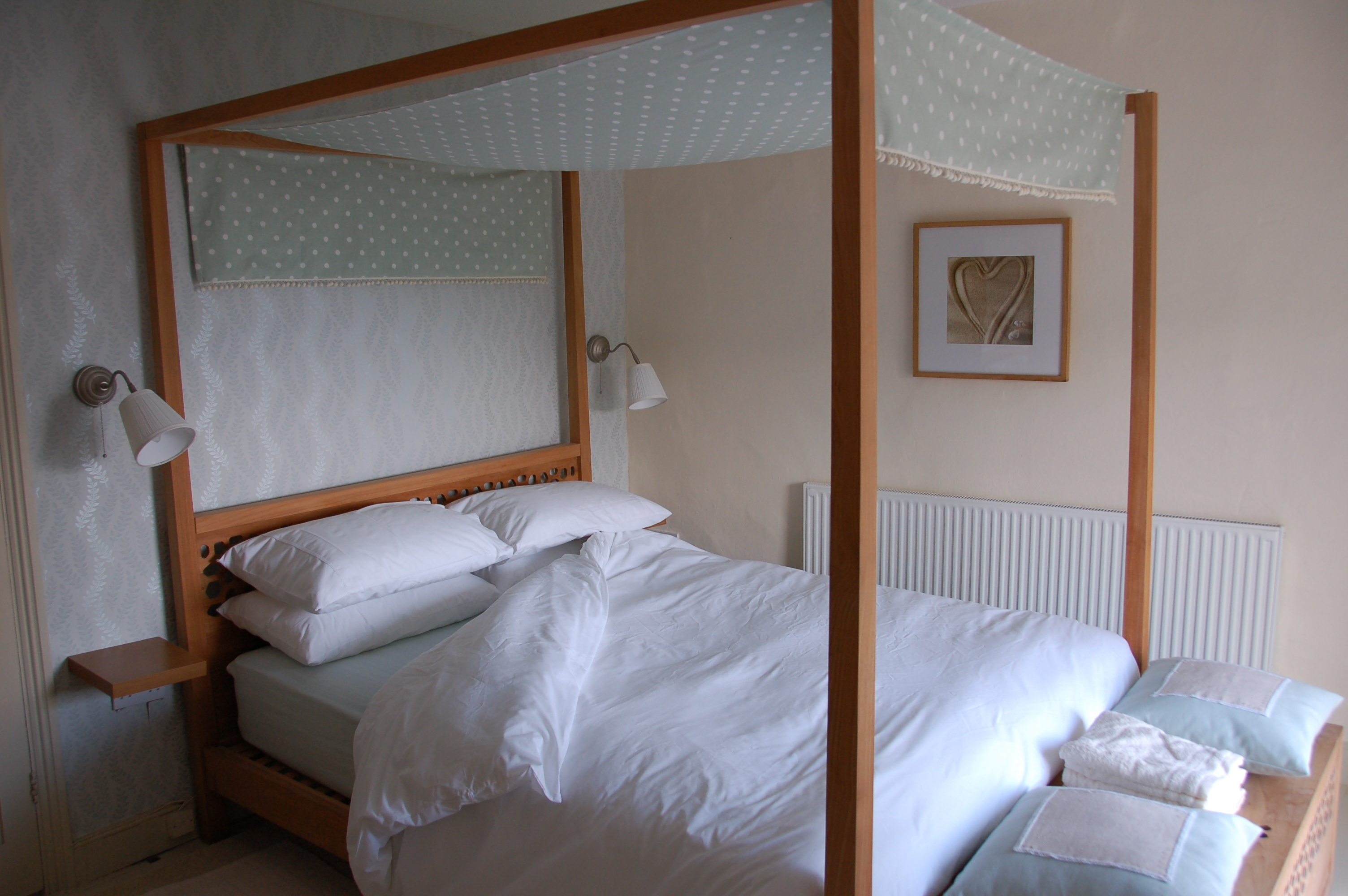 king size four poster at Periwinkle